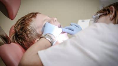Comment bien choisir son dentiste à La Défense ?